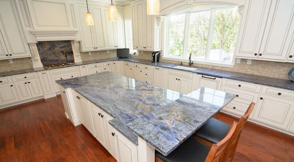 oven-cleaner-on-granite-worktop