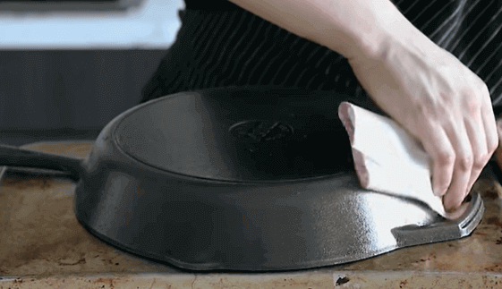 seasoning-a-cast-iron-for-glass-stove-top